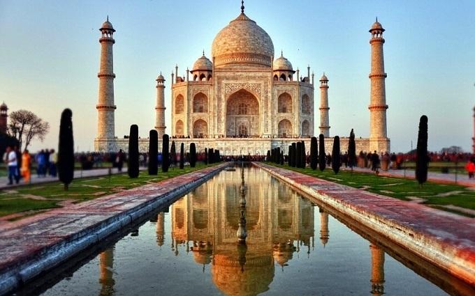 Тадж Махал считается символом Великой любви, воплощенной вкамне