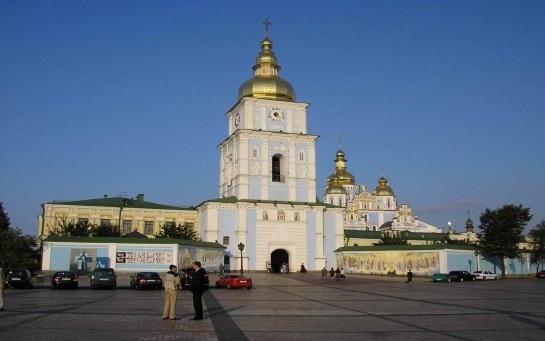 Площадь в центре Киева превращают в торжественную парковку