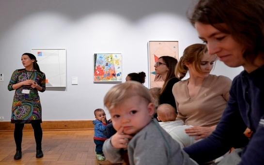 Навіщо немовлятам ходити до музею?