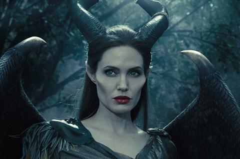 """""""Малефисента"""": новые кадры с Анджелиной Джоли и Элли Феннинг"""