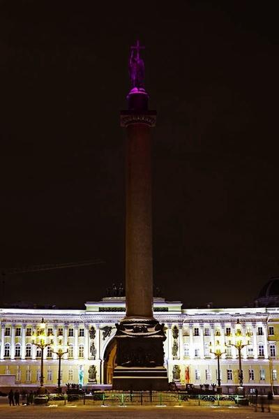 В России завершилась кампания против рака груди от Estée Lauder и Philips