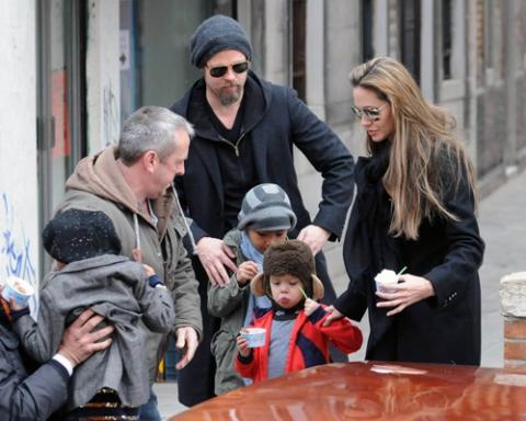 Брэд Питт не отпускает Джоли на съемки с Джонни Деппом