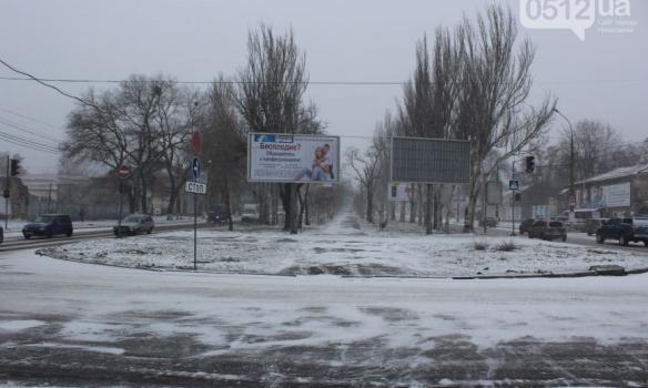 Закрытые аэропорты и занесенные трассы: Украина пережидает непогоду, появились фото (1)