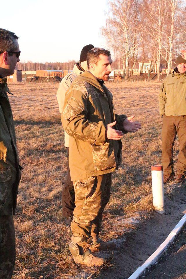 Украинских бойцов заставляли подметать лес, а на базу Нацгвардии пускали кого попало - Цви Ариэли (1)