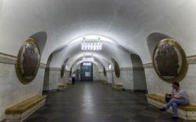 """На """"Вокзальной"""" в Киеве задержали мужчину с ножом и боеприпасами"""