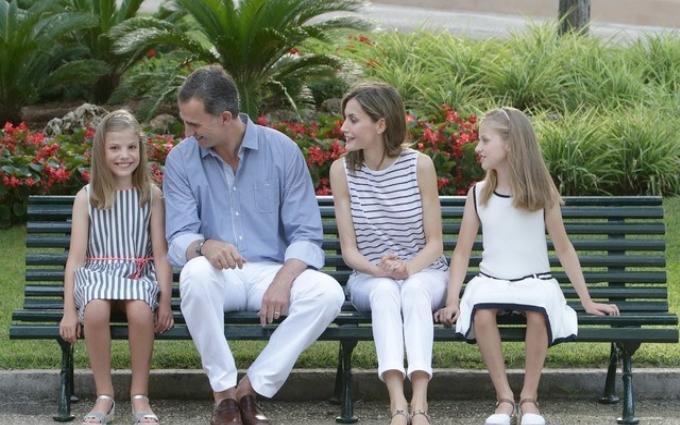 Як відпочивають іспанські монархи: фото королівської сім'ї на Майорці