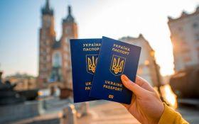 В Киеве возобновили работу сервисы выдачи заграничных паспортов и ID-карт