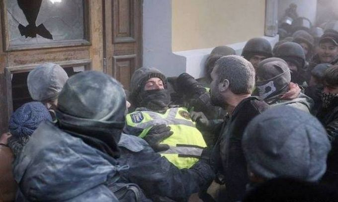 Нацгвардія назвала число потерпілих під час штурму Жовтневого палацу: опубліковані фото