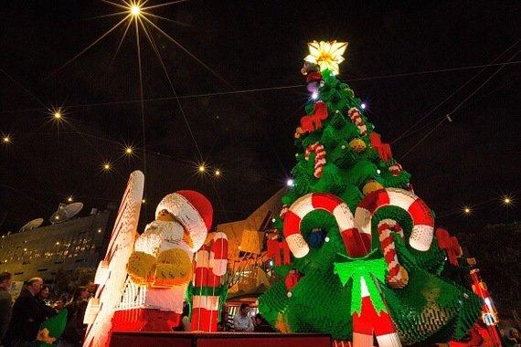 Самые оригинальные и необычные новогодние елки в мире: впечатляющие фото и видео (6)
