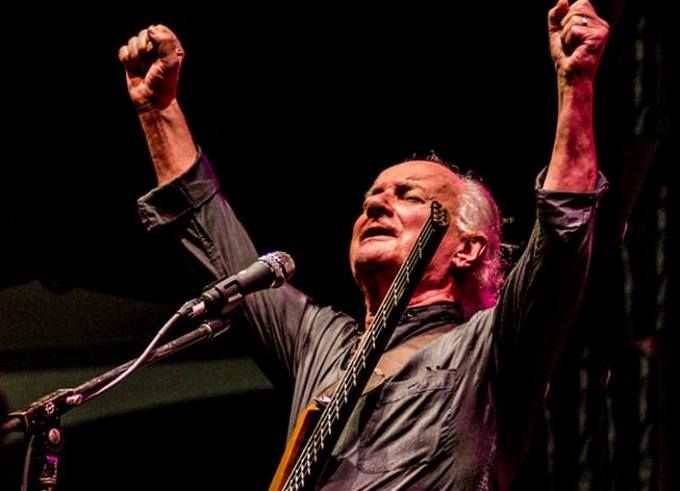 У Великій Британії трагічно загинув учасник популярних гуртів The Kinks і The Zombies