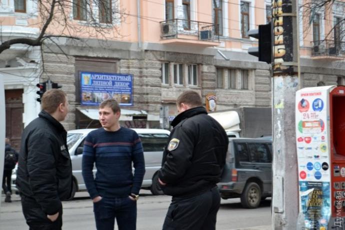 В Одессе охрана чуть не убила мужчину за кусок колбасы: опубликованы фото и видео (3)