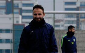 Известный футболист резал лезвием соперников во время матча в Турции - шокирующие фото