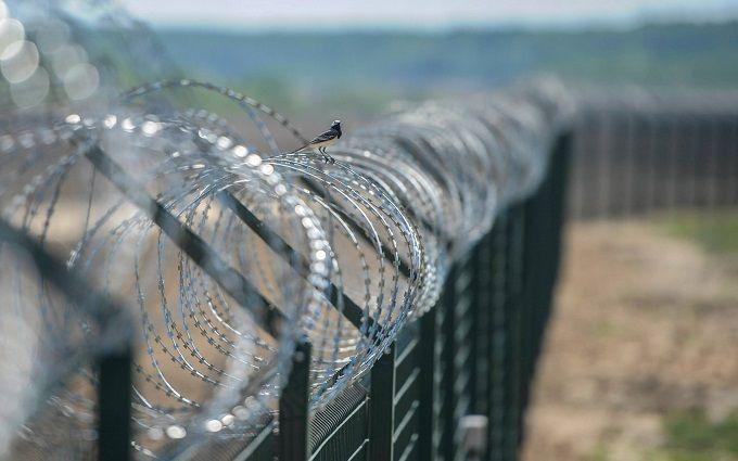 Ще одна сусідка Росії будує на кордоні стіну: в соцмережах веселяться