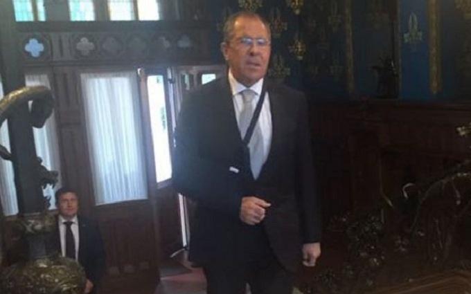 Міністр Путіна отримав травму, граючи в футбол: опубліковані фото