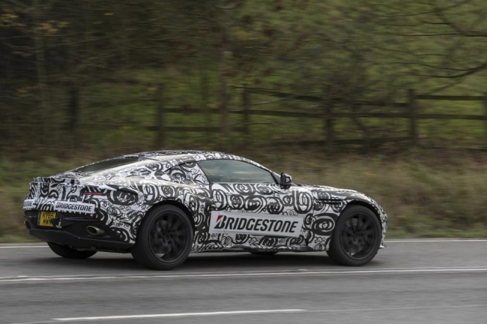 Суперкар Aston Martin DB11 был замечен на дорожных тестах (5 Фото) (3)