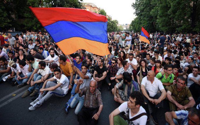 В Ереване массовые акции протестов: начались столкновения активистов с полицией