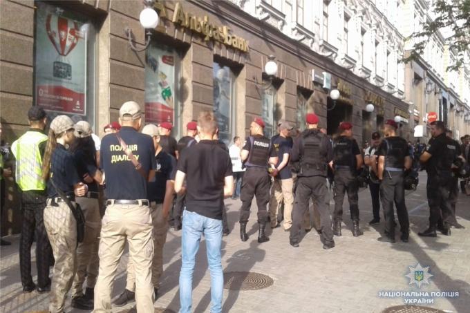 В Киеве проходит Марш равенства: противники акции устраивают столкновения с полицией, много задержанных (2)