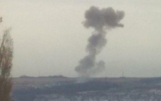 """В """"ДНР"""" прогремели мощные взрывы на артиллерийском арсенале боевиков: фото и видео"""