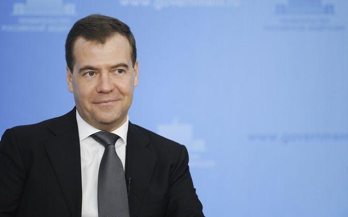 Деньги есть, вы не держитесь там: новое заявление Медведева вызвало волну шуток