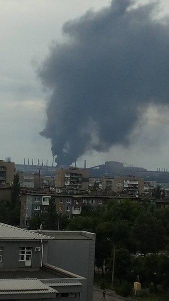 В окупованому Алчевську людей налякала сильна пожежа: з'явилися фото і відео (2)