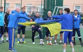 Легенды украинского футбола отправили уникальный флаг Кличко: появилось фото