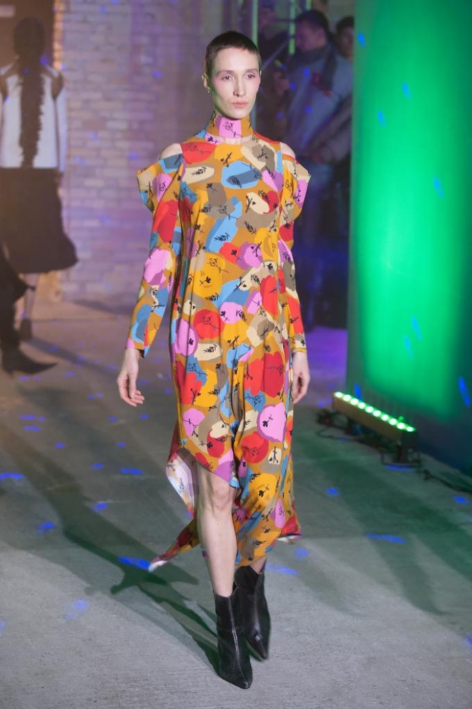 В Киеве стартовал Ukrainian Fashion Week: опубликованы первые яркие фото (3)