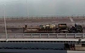 Путін по Керченському мосту стягує до Криму бойову техніку: опубліковано відео