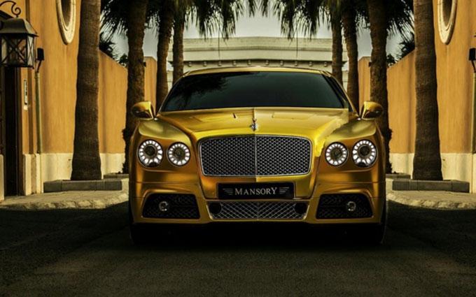 Арабский миллиардер шокировал британцев золотым автопарком: опубликованы фото и видео