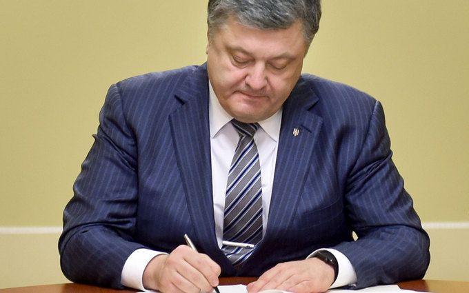Порошенко ввів в дію рішення РНБО про Ставку верховного головнокомандуючого