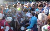 В России пенсионеры устроили давку из-за бесплатной еды: опубликовано видео