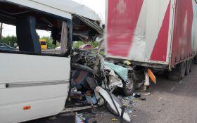 Смертельна ДТП під Житомиром: з'явилися моторошні подробиці і список жертв аварії