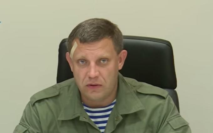 Ватажок ДНР з пластиром на лобі знову почав роздавати свої паспорти: опубліковані фото і відео