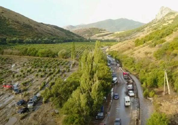 ВКрыму cотрудники экстренных служб эвакуировали 76 человек израйона, где сошёл селевой поток