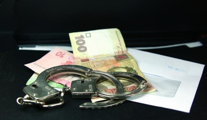 В Житомире должностное лицо задержали при получении взятки