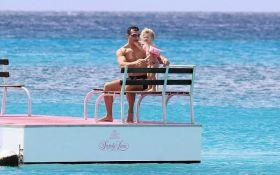 У мережі показали, як відпочиває Кличко з нареченою і донькою: опубліковані яскраві фото