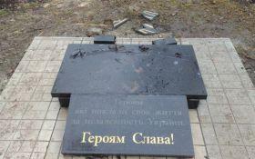 На Донбасі невідомі вандали поглумилися над пам'ятником бійцям АТО