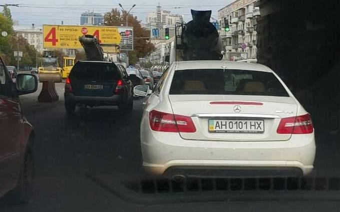 У Києві засікли небезпечного водія на Mercedes: опубліковані фото