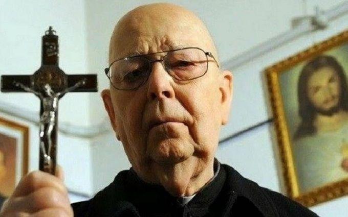 Дьявол это ненавидит: какими признаниями поделился главный экзорцист Ватикана