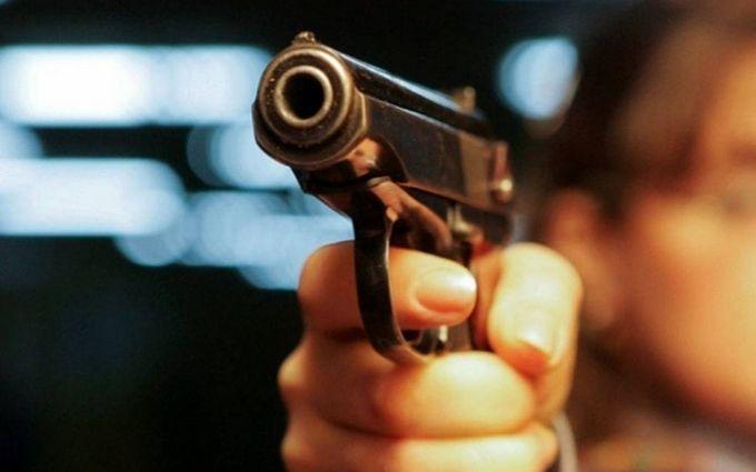 У Києві знову відкрили стрілянину, є поранений