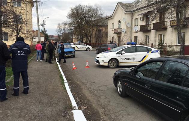 В Мукачево посреди бела дня на улице произошла перестрелка: опубликованы фото и видео (3)