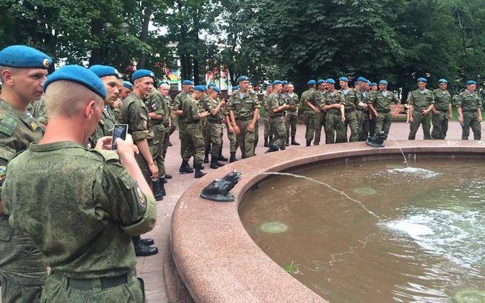Білорусів насторожили російські десантники в Мінську: з'явилися фото (1)