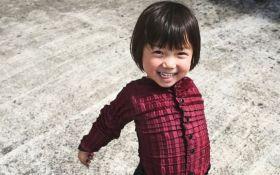Инженер создал чудо-одежду, которая растёт вместе с детьми: появилось видео
