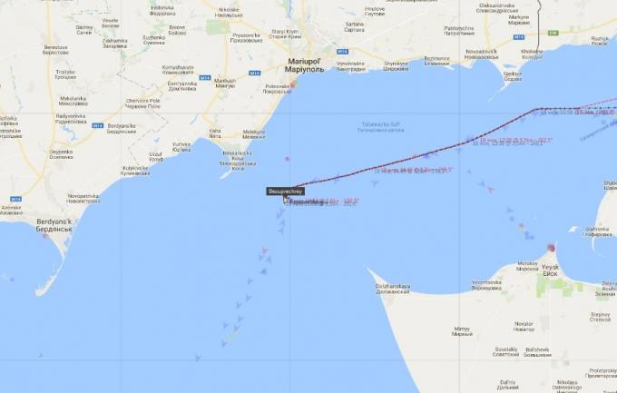 Россия стягивает военные корабли в Крым через Азовское море: подробности и фото (2)