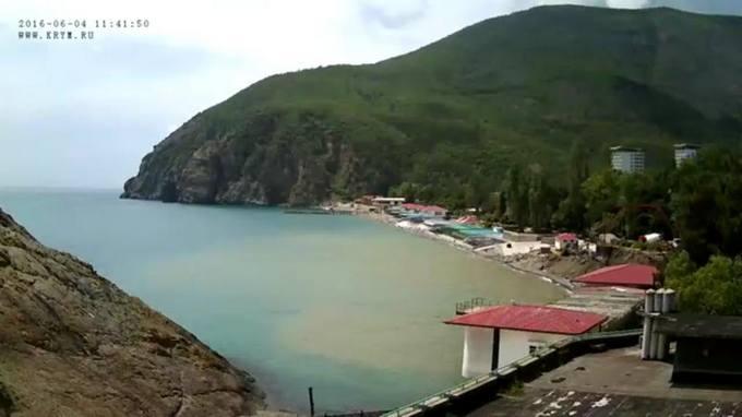 Третій сезон очікування сезону: з'явилися фото порожніх пляжів Криму (1)