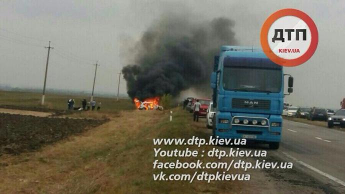 На Черкащині авто паломників-хасидів потрапило в масштабну ДТП: з'явилися фото (1)
