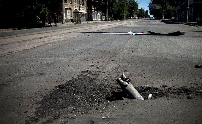 У Донецьку жителі вимагають пояснити, чому по них стріляють бойовики ДНР