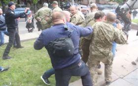 В мережі назвали тітушок, які 9 травня атакували ветеранів АТО у Дніпрі: з'явился фото