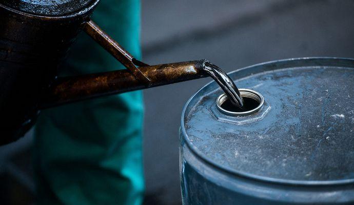 Цена нефти WTI опустилась ниже $27