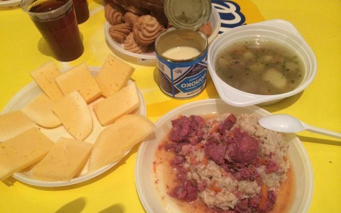 Журналист показал, чем кормят украинских военных на Донбассе: опубликовано фото