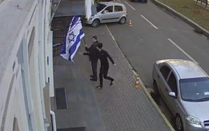 У Києві поглумилися над прапором Ізраїлю: опубліковано відео